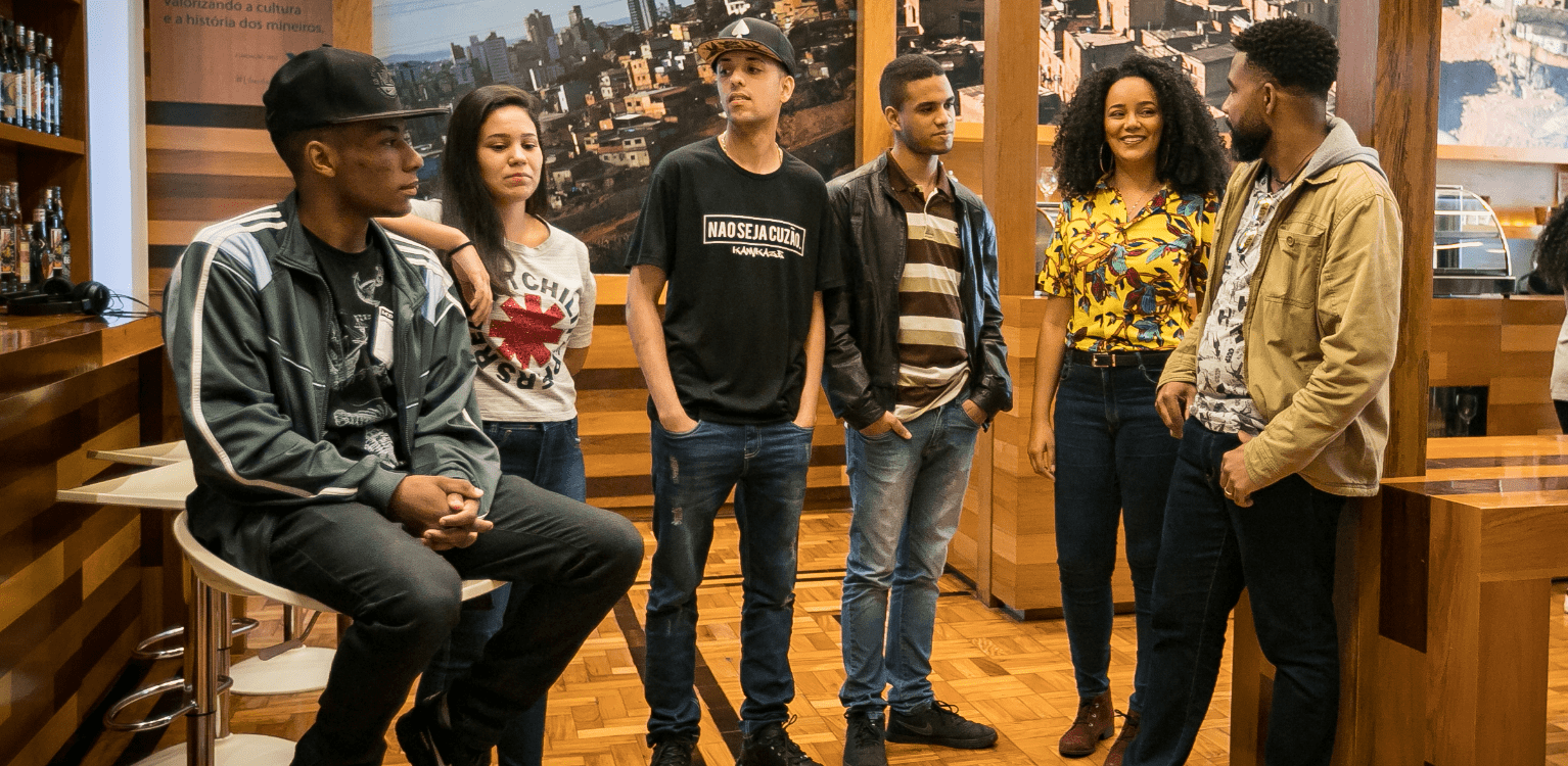 Young people talking inside the Minas Gerais Vale Memorial